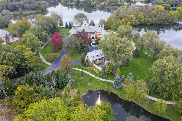 Luxury homes Elegant Estate in prestigious Barrington Hills