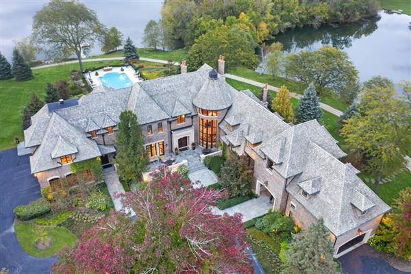 Luxury real estate Elegant Estate in prestigious Barrington Hills