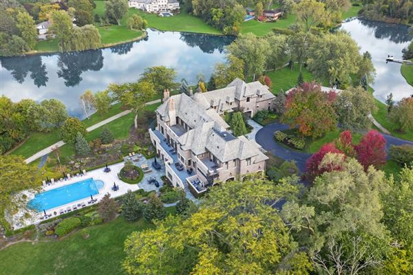 Elegant Estate in prestigious Barrington Hills luxury real estate