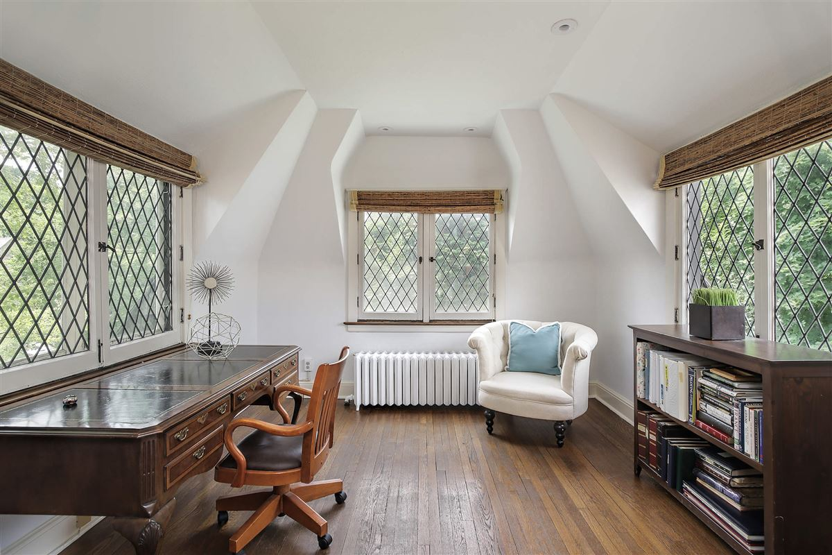 Luxury properties extraordinary Tudor