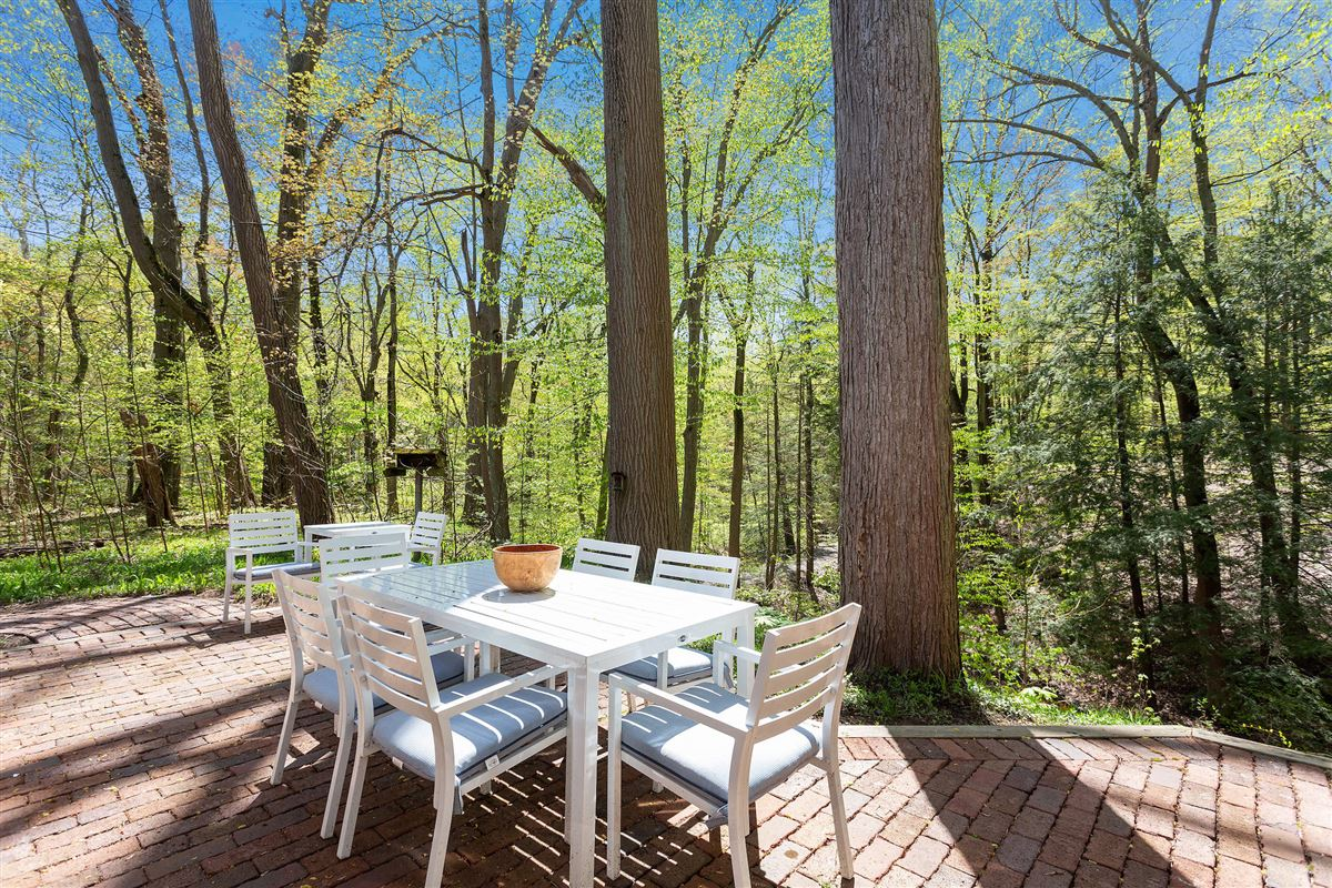 Luxury real estate Spectacular cottage offers TOTAL privacy