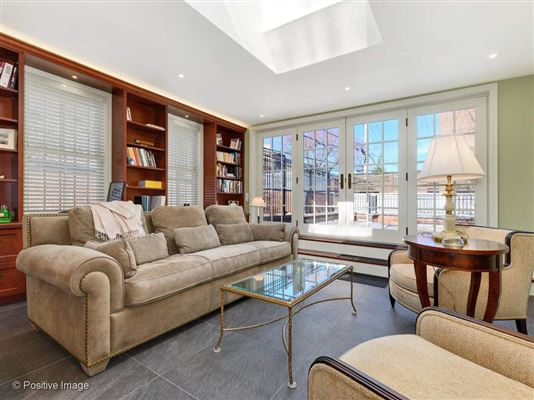 Luxury homes in outstanding home and coach house  in east lincoln park