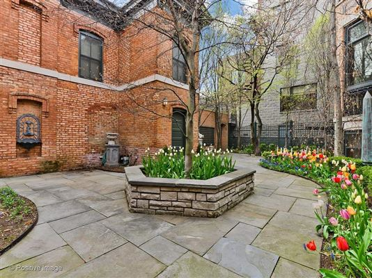 outstanding home and coach house  in east lincoln park luxury homes