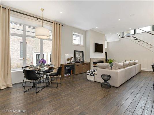 Luxury homes in gold coast mansion on prestigious Astor Street