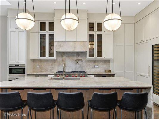 Luxury homes gold coast mansion on prestigious Astor Street