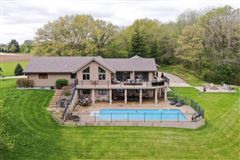 Luxury homes in beautiful home on 24 acres