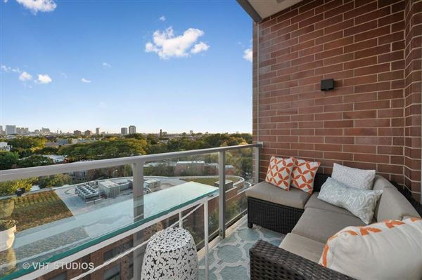 Mansions in sophisticated two bedroom at Webster Square