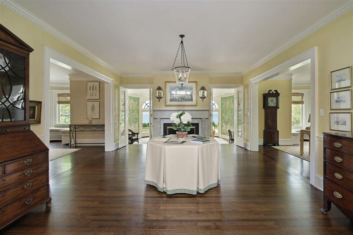LAKEFRONT LIFESTYLE luxury homes