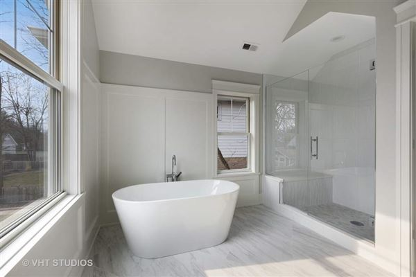 Luxury homes Superb new construction home with exquisite finishes throughout