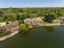 Luxury properties waterfront retreat for rent