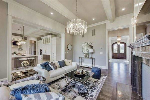 Magnificent home in GLENCOE mansions