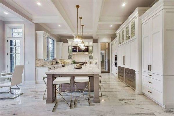 Luxury homes in Magnificent home in GLENCOE