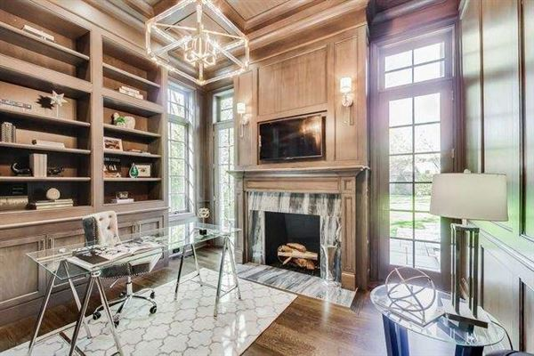 Magnificent home in GLENCOE luxury homes