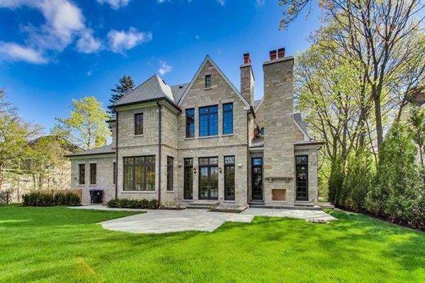 Luxury properties Magnificent home in GLENCOE