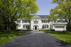 LAKEFRONT luxury LIFESTYLE mansions