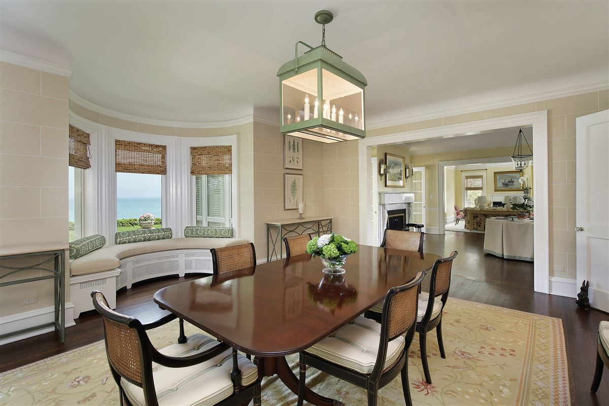 Mansions LAKEFRONT luxury LIFESTYLE