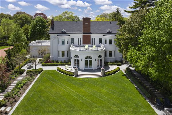 LAKEFRONT luxury LIFESTYLE luxury properties