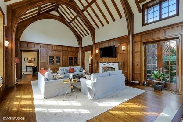 Luxury homes in Classic english country living