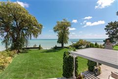 Luxury homes in Executive rental on lake michigan