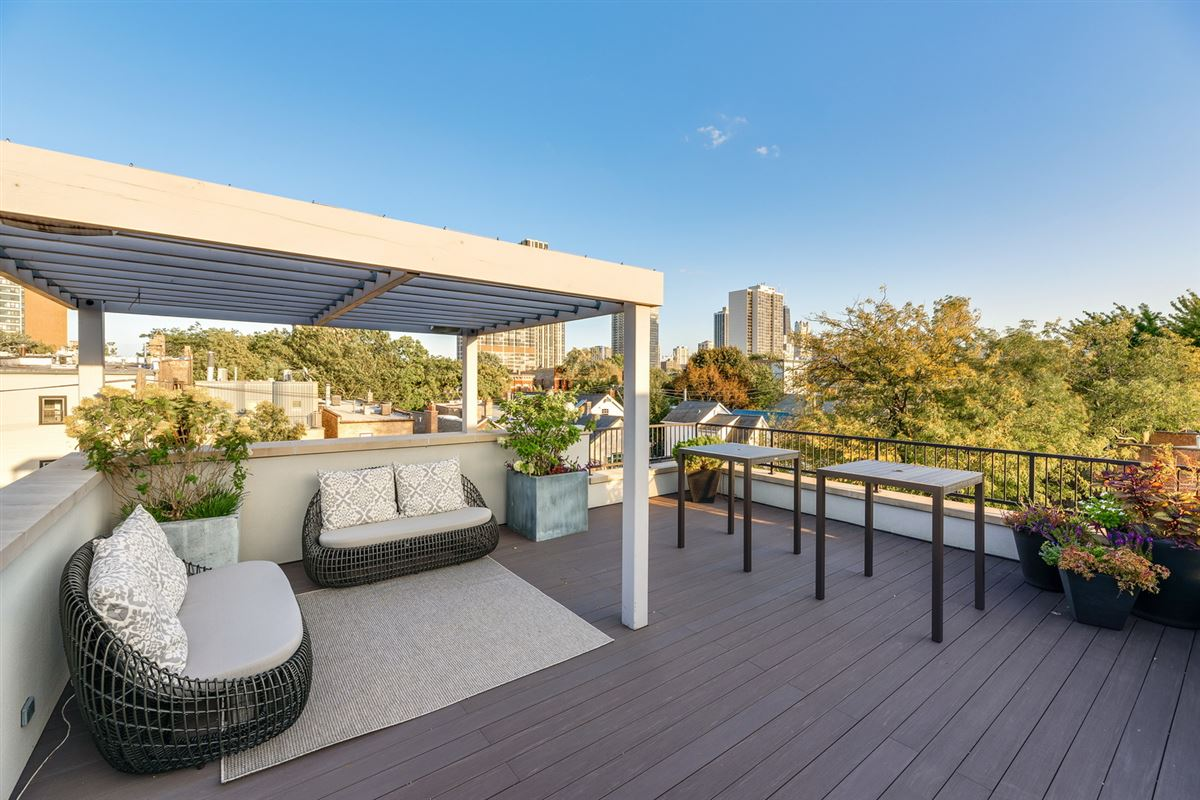 Mansions in beautiful home offers a deck and yard
