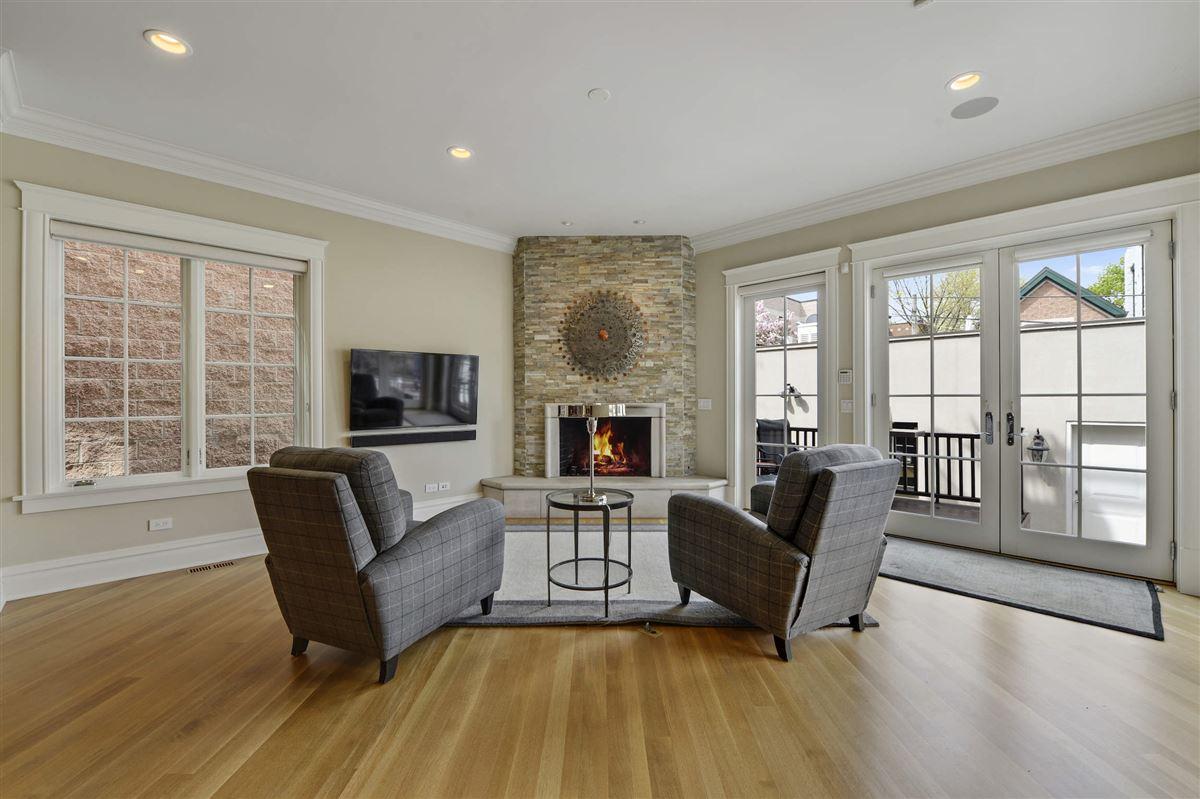 Mansions in Sensible Luxury