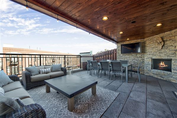 Incredible Penthouse Offers A Fantastic Layout Illinois