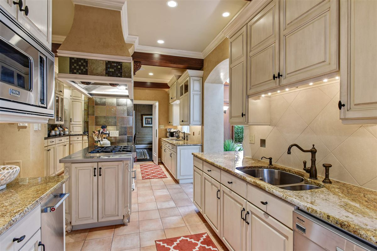 Mansions charming home offers the perfect layout