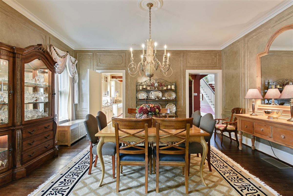 Mansions in charming home offers the perfect layout