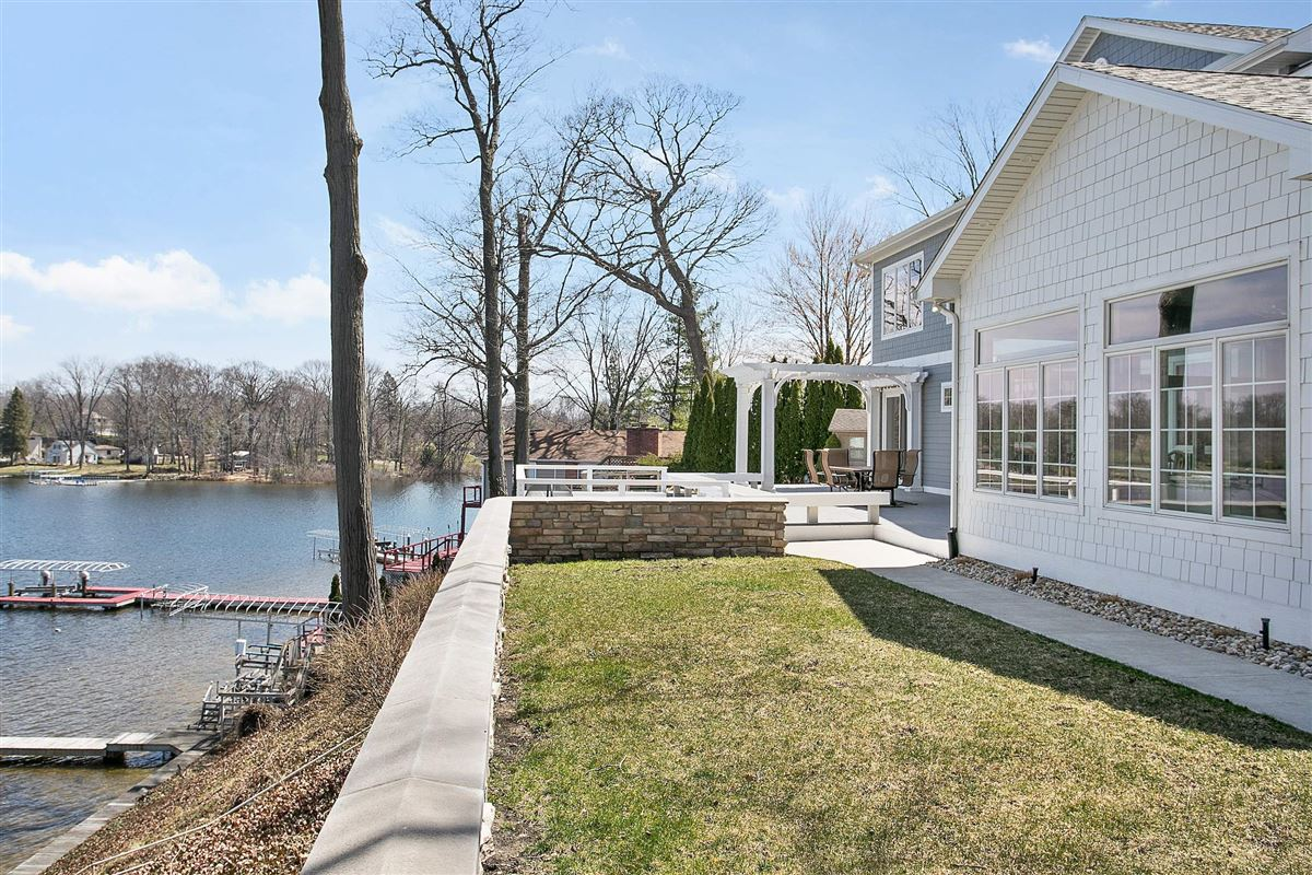 Luxury real estate This Grand Home Provides Amazing Lake Views