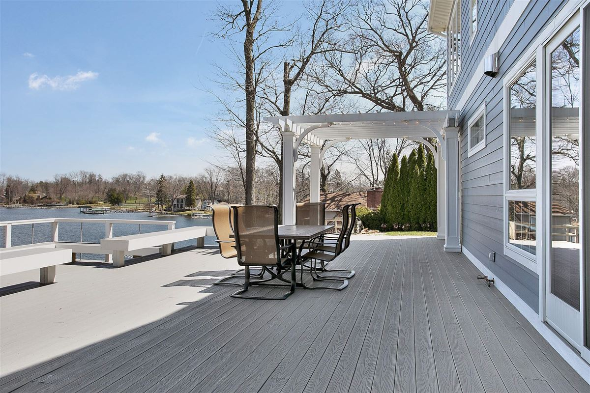 Luxury properties This Grand Home Provides Amazing Lake Views