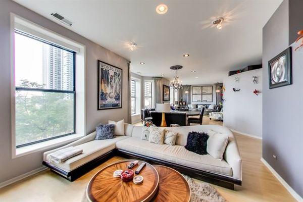 Elegant condo in South Loop luxury homes