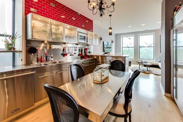 Mansions in Elegant condo in South Loop