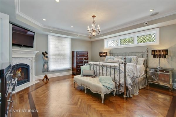 Mansions in extensively renovated mansion