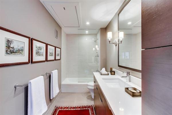 Luxury homes in incredible Urban oasis