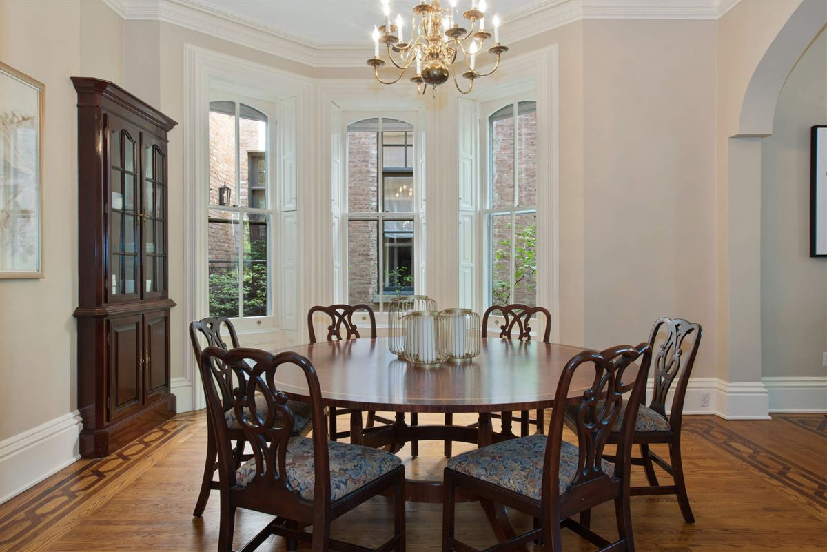 Luxury homes Vintage charm in the heart of Lincoln Park