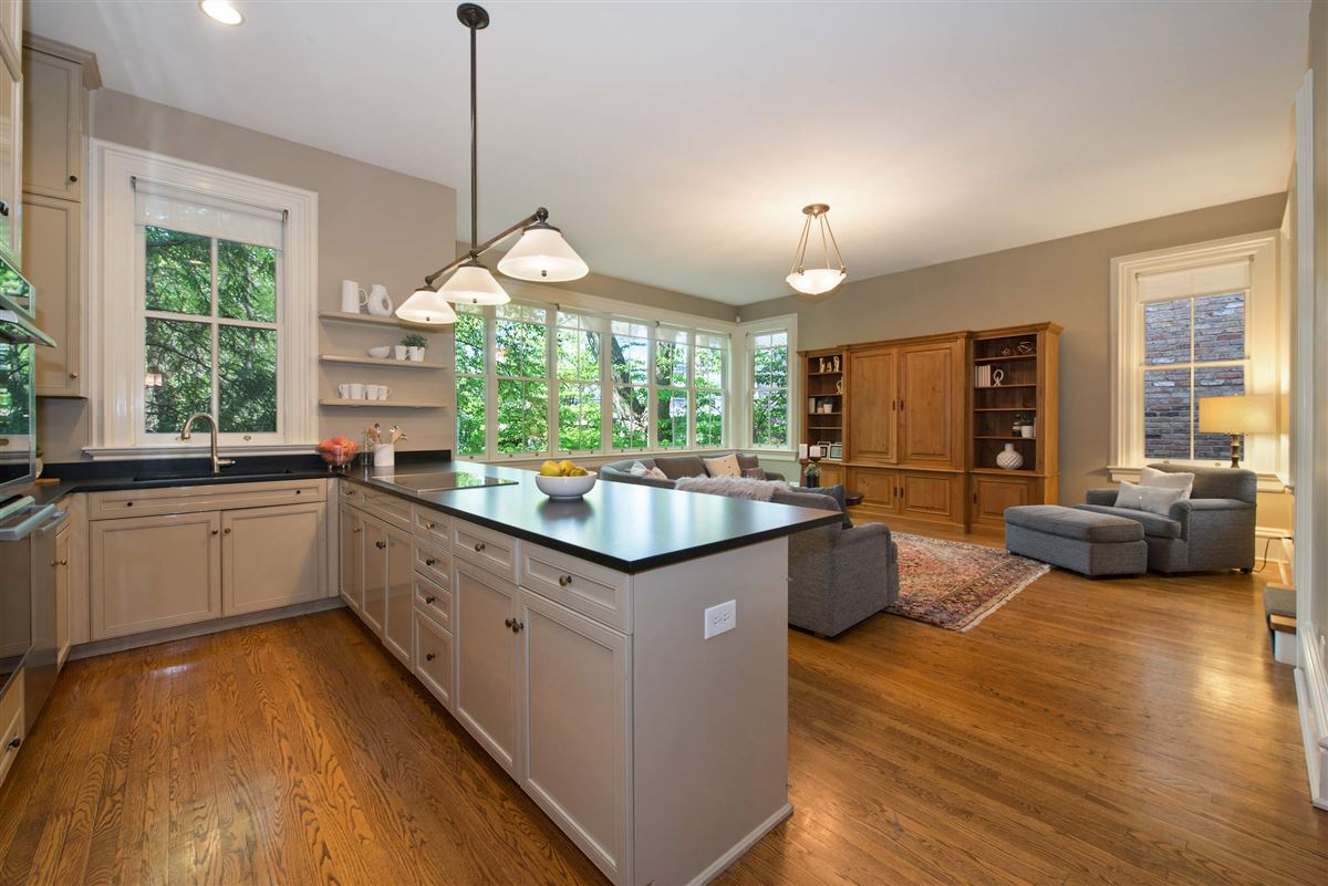 Luxury real estate Vintage charm in the heart of Lincoln Park
