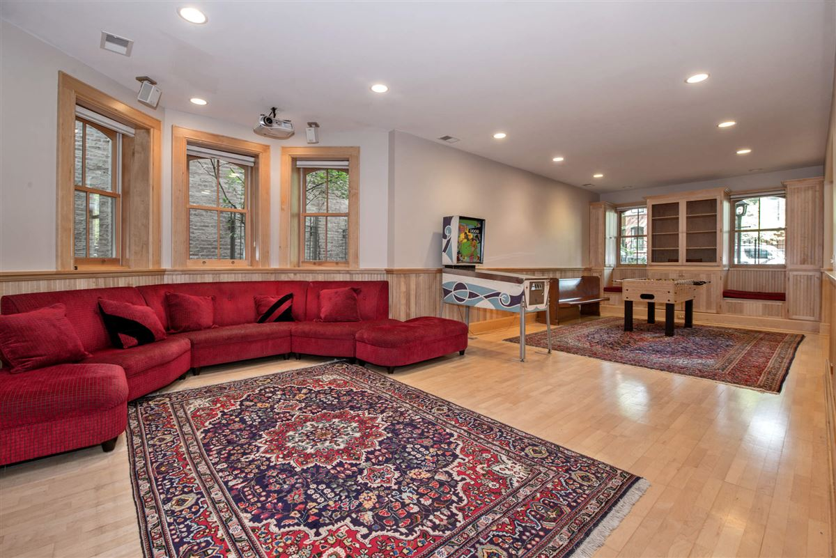 Vintage charm in the heart of Lincoln Park luxury real estate