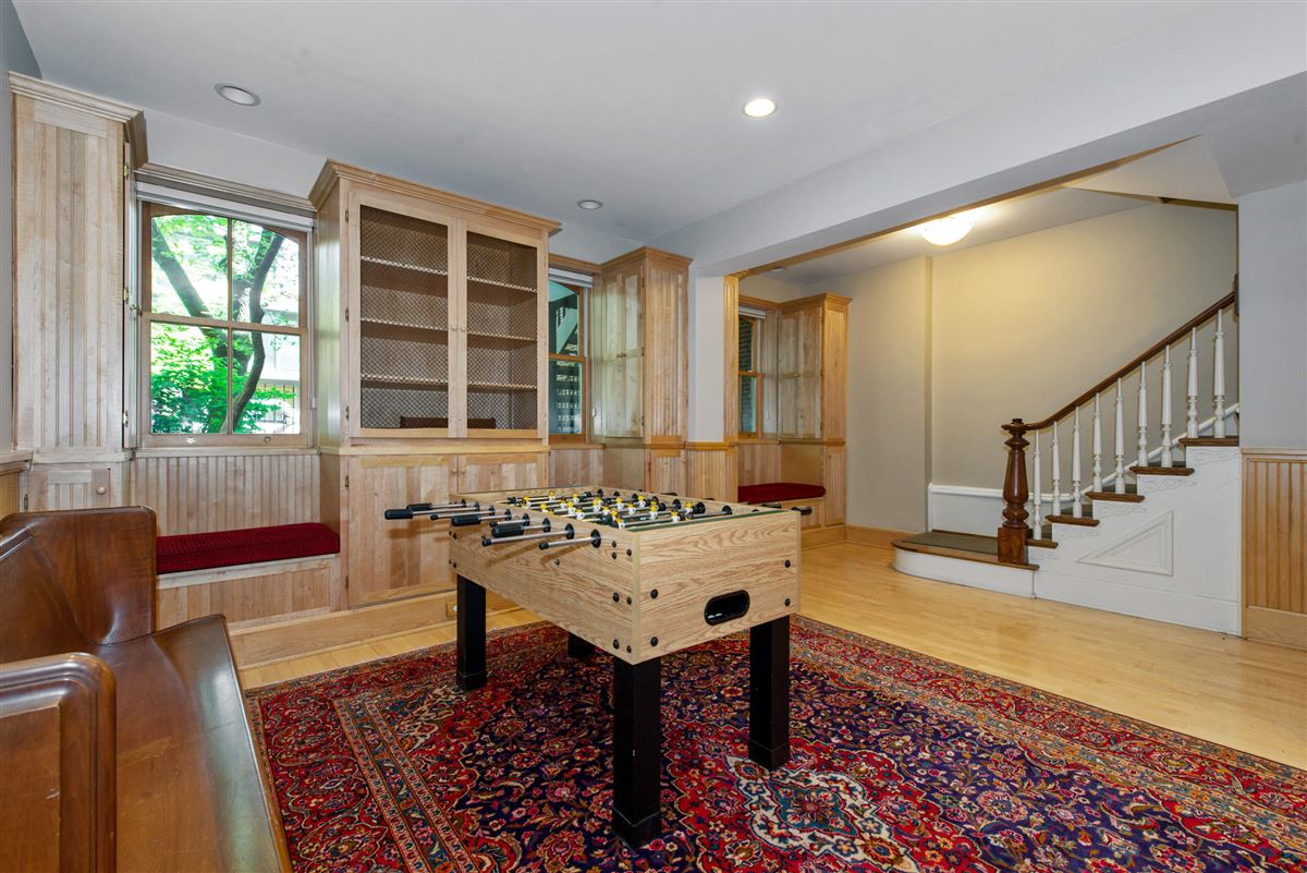 Luxury properties Vintage charm in the heart of Lincoln Park