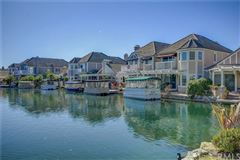 Luxury real estate Welcome to the Shores of Eastlake Village