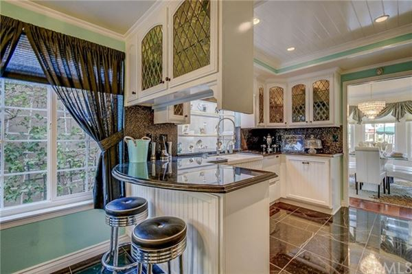 Welcome to the Shores of Eastlake Village luxury real estate