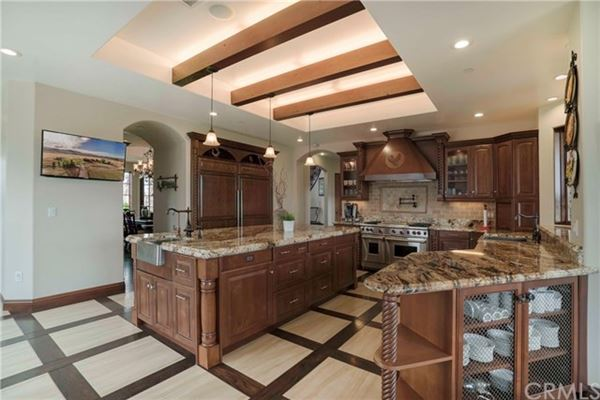 Mansions in incredible property in Modjeska Canyon