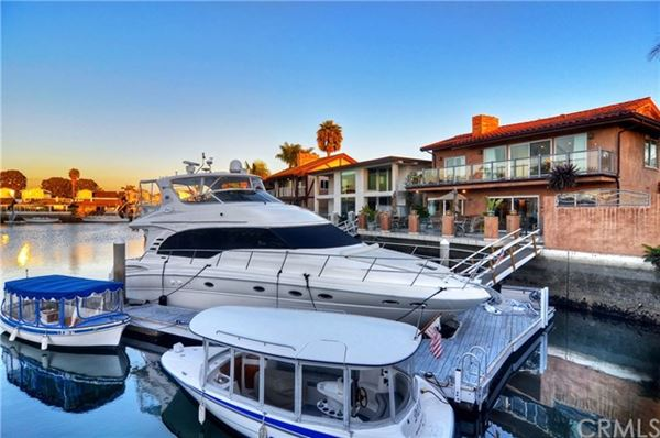 Luxury properties upgraded Waterfront Home in huntington beach