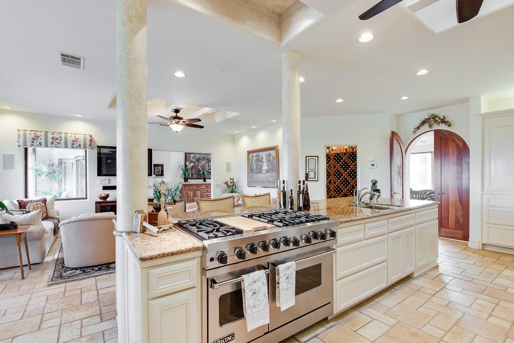 Luxury homes Via Majorca Estate-Vineyard