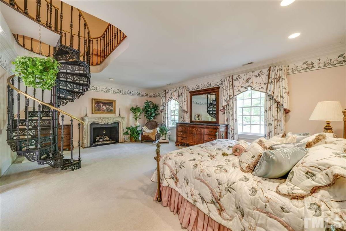 Luxury homes in magnificent home in raleigh