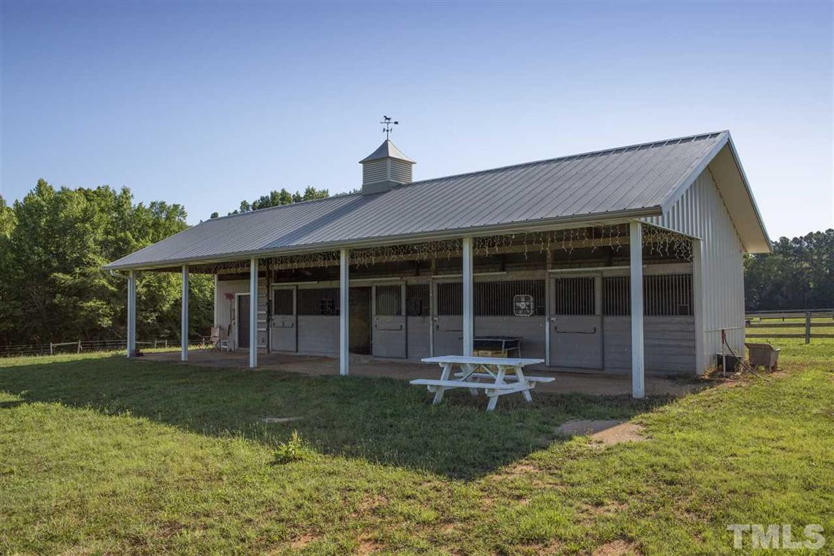 Gorgeous horse farm on over 90 acres luxury real estate