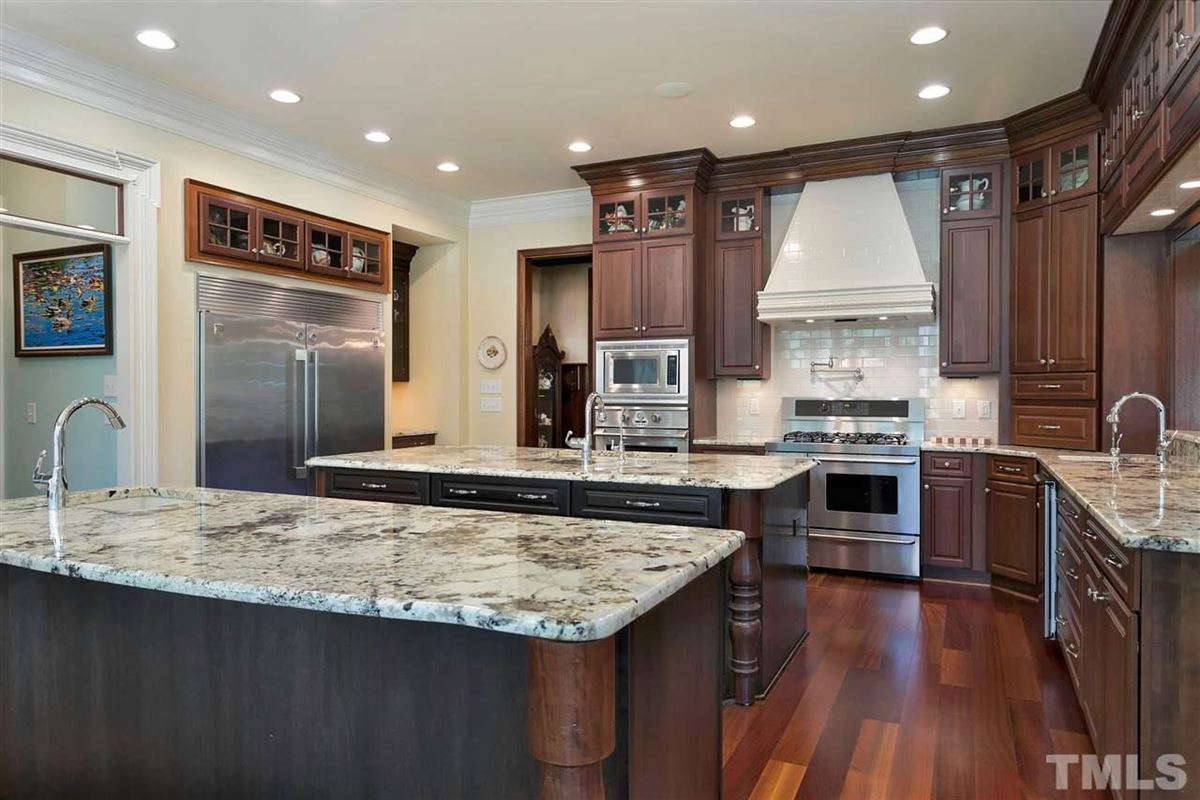 Luxury real estate Magnificent Country French estate on MacGregor Downs golf course