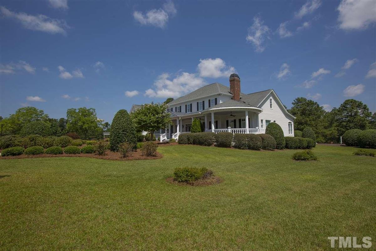 Immaculate estate home and 47+/- acres in Lillington mansions