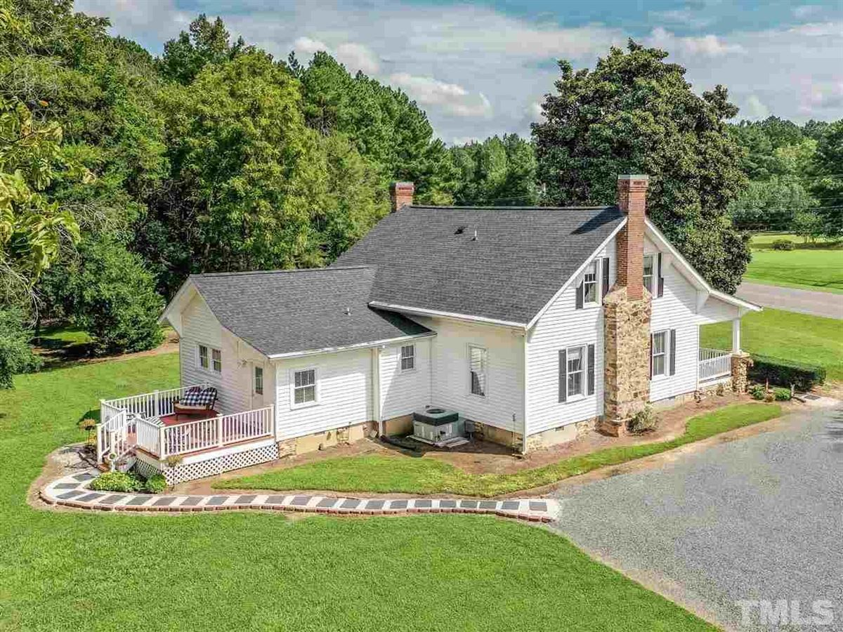 Newly Remodeled farmhouse mansions