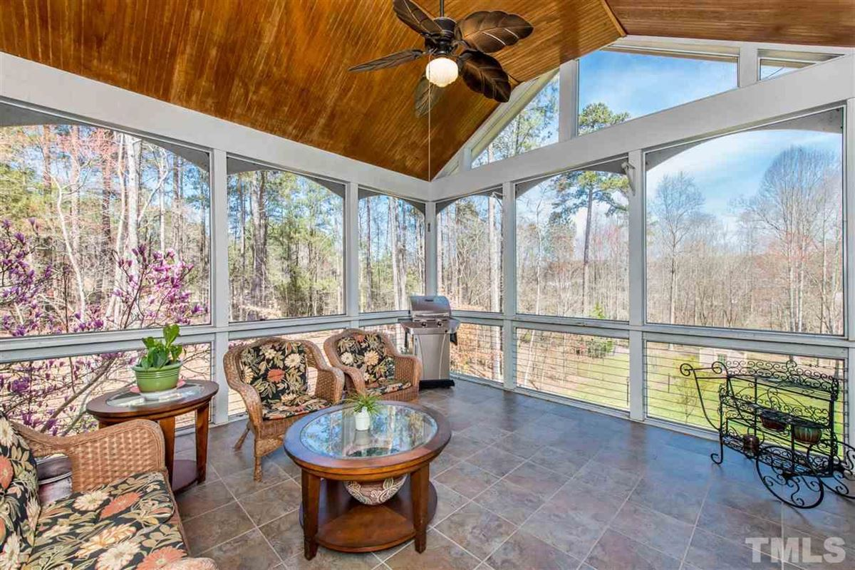 Mansions Spacious Custom Home with Vaulted Ceilings