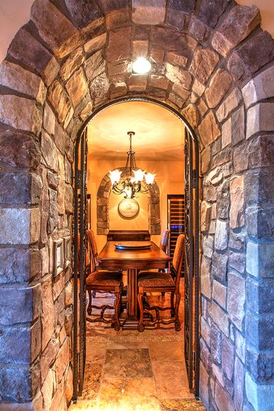 Lovely Tuscan style home in South Shore luxury properties